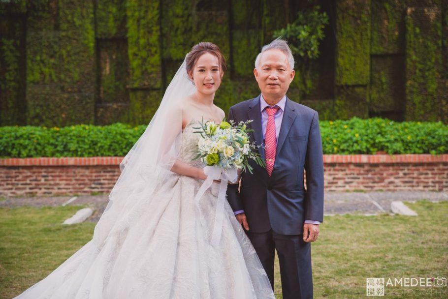 新娘與父親拍攝類婚紗