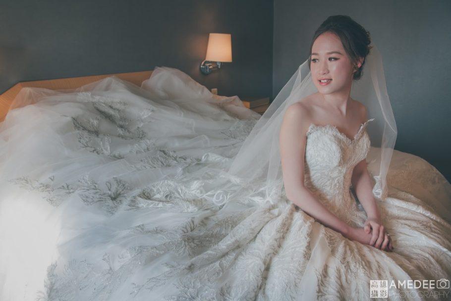 新娘在飯店裡拍攝類婚紗