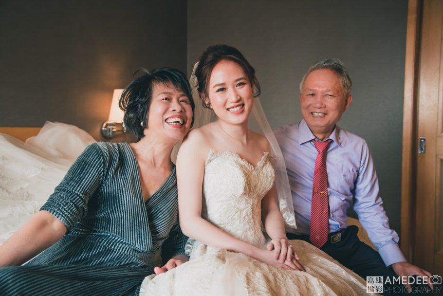 新娘與爸媽合照