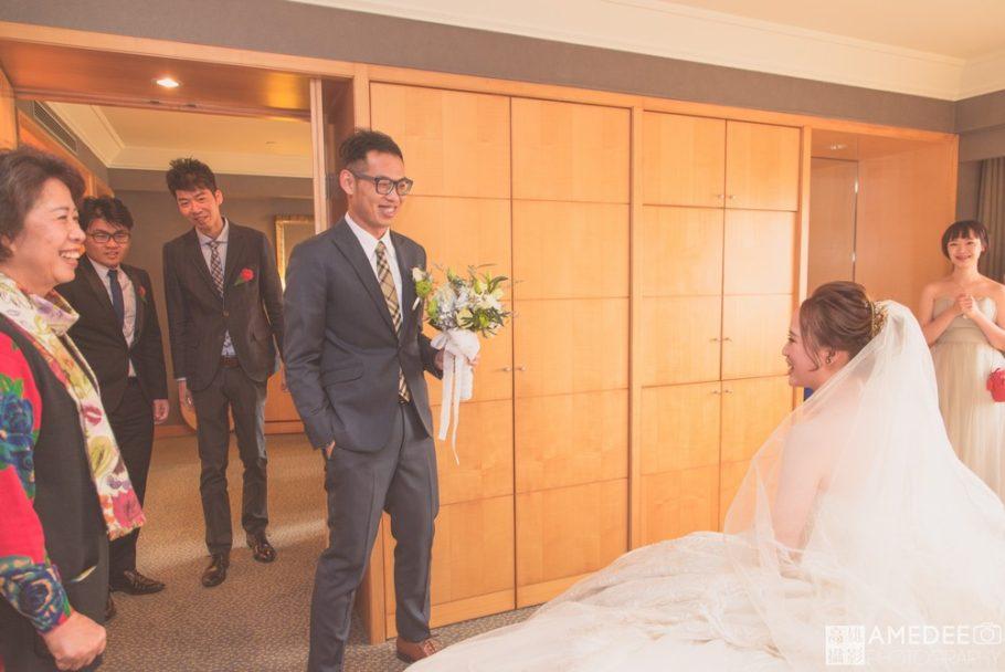 新郎迎娶新娘