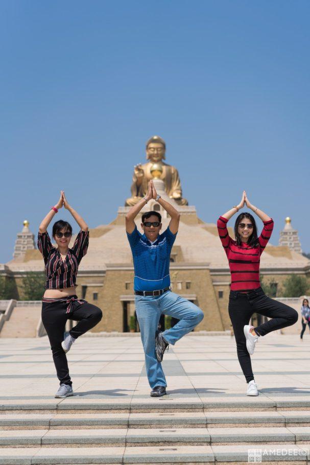 佛陀紀念館前合影