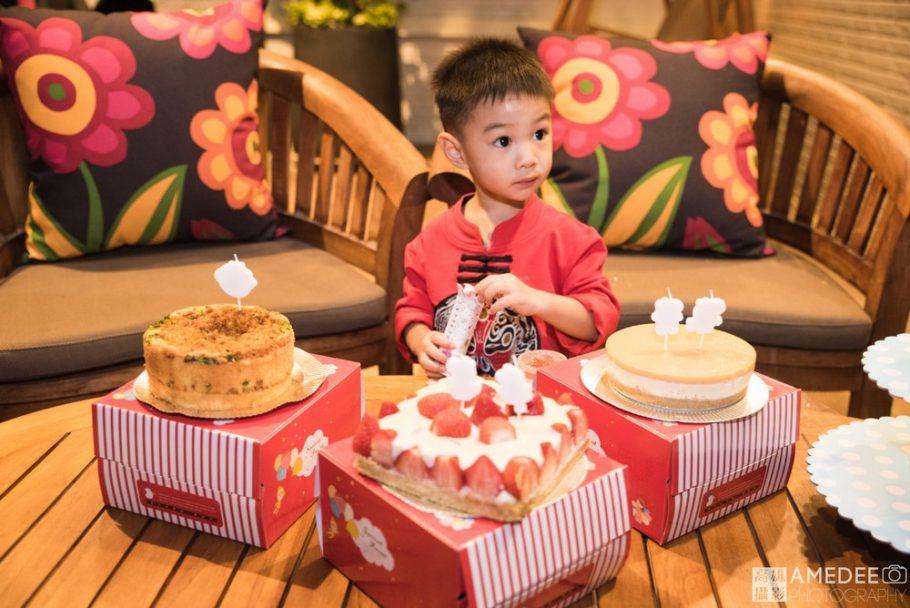 小壽星吃蛋糕