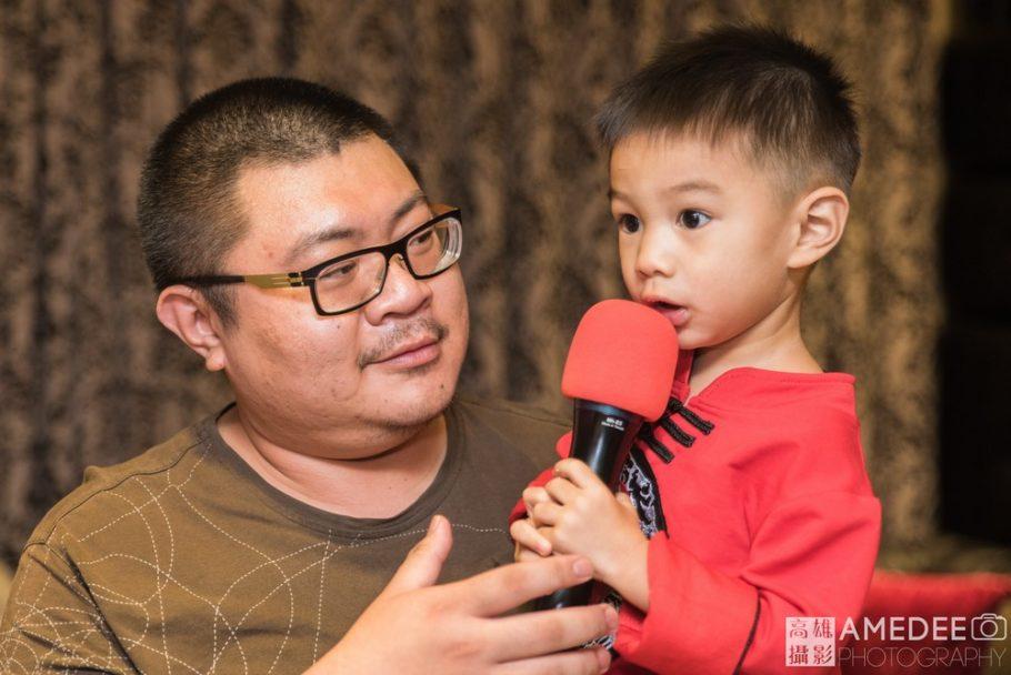 小壽星和爸爸一起唱歌