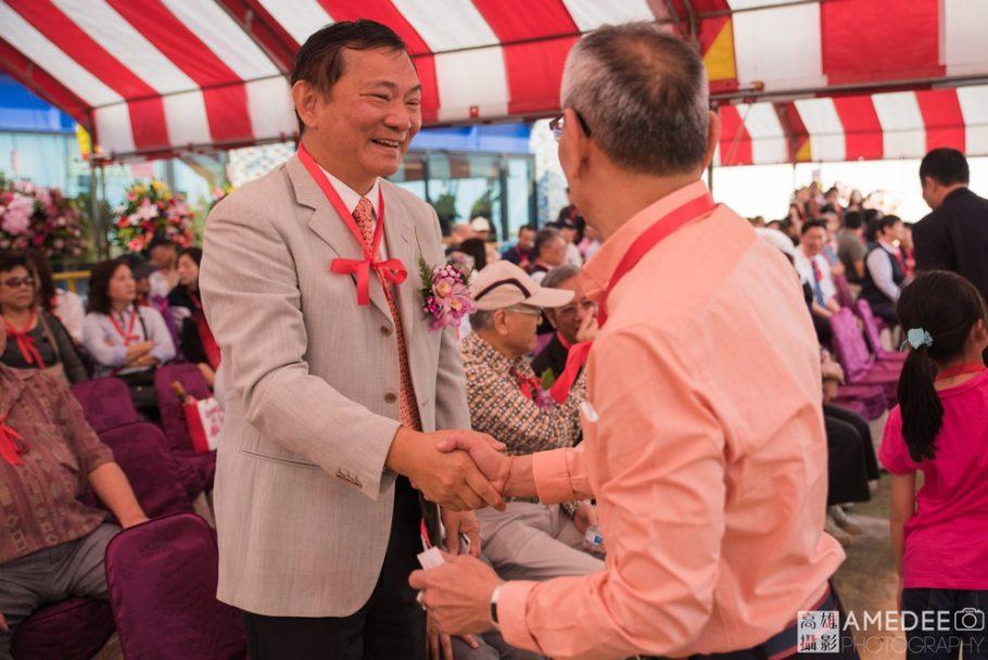 行政院農業委員會 沙志一前副主任委員與貴賓握手