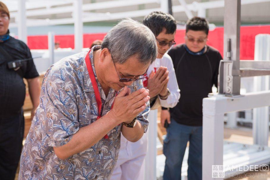 日大船務股份有限公司張志育董事長帶領全體員工焚香祭祀
