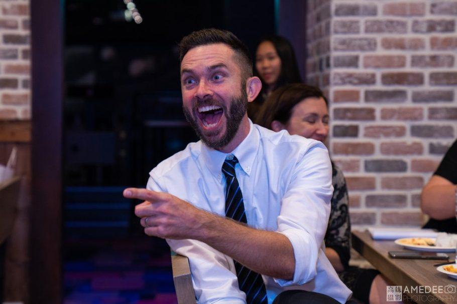 老師在台下大笑