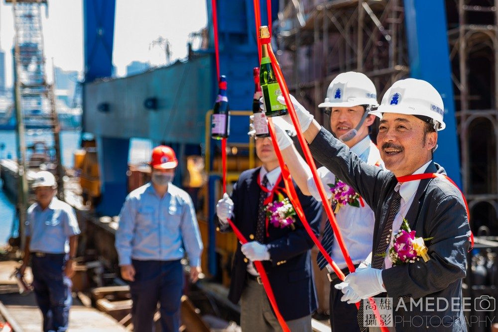 祥鶴水產在旗津中信造船下水典禮擲瓶來賓合照