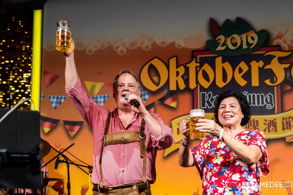 高雄展覽館德國啤酒節晚宴乾杯照