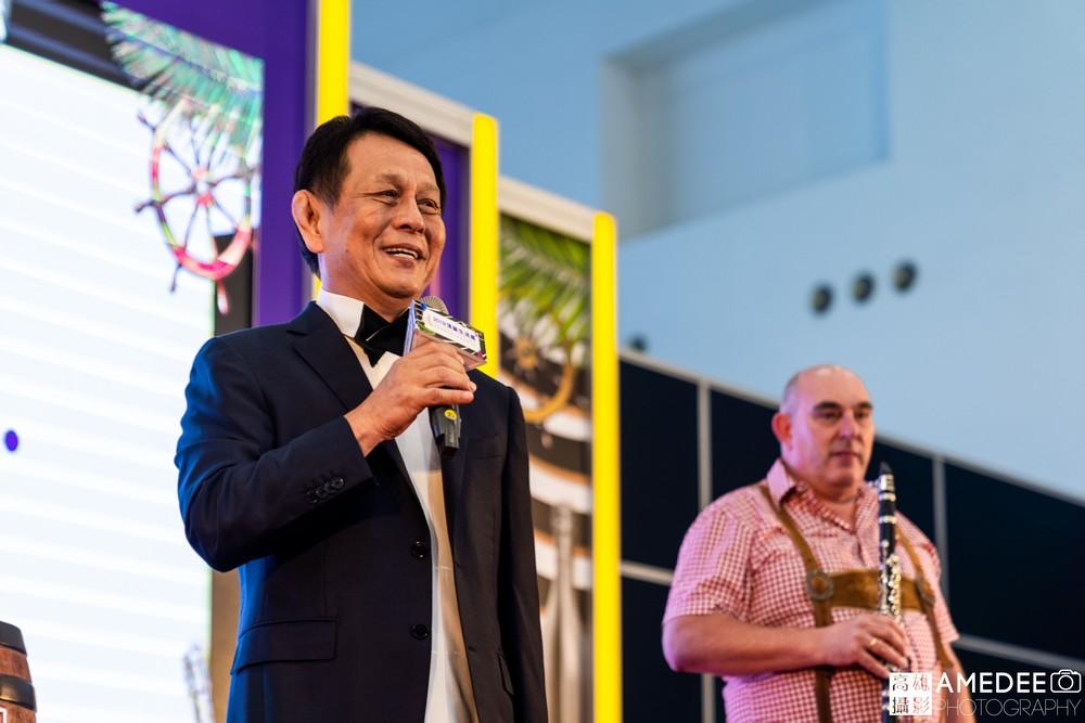 高雄展覽館頂級生活展茵康董事長涂建國致詞