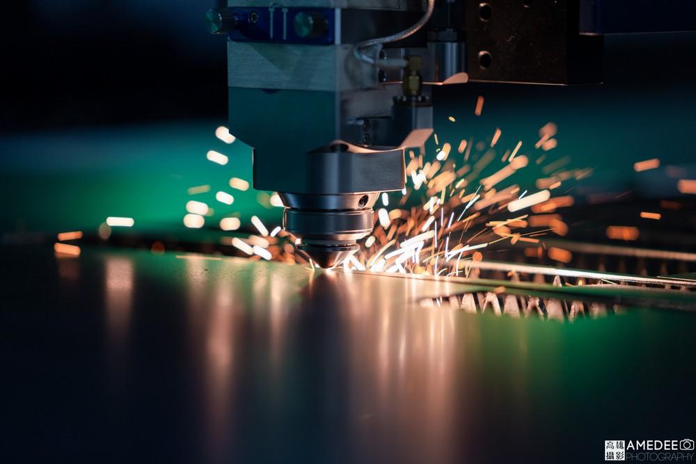 歆恩企業工廠機器自動切割形象照
