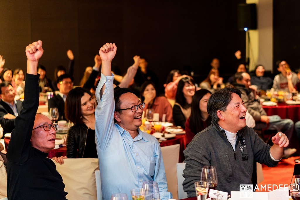 員工貴賓在台北W Hotel開心舉手參與活動
