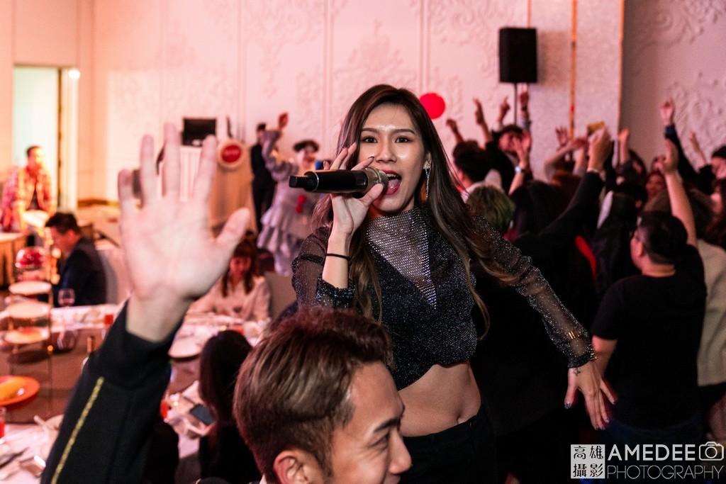 春酒主持人在高雄林皇宮唱跳帶動氣氛