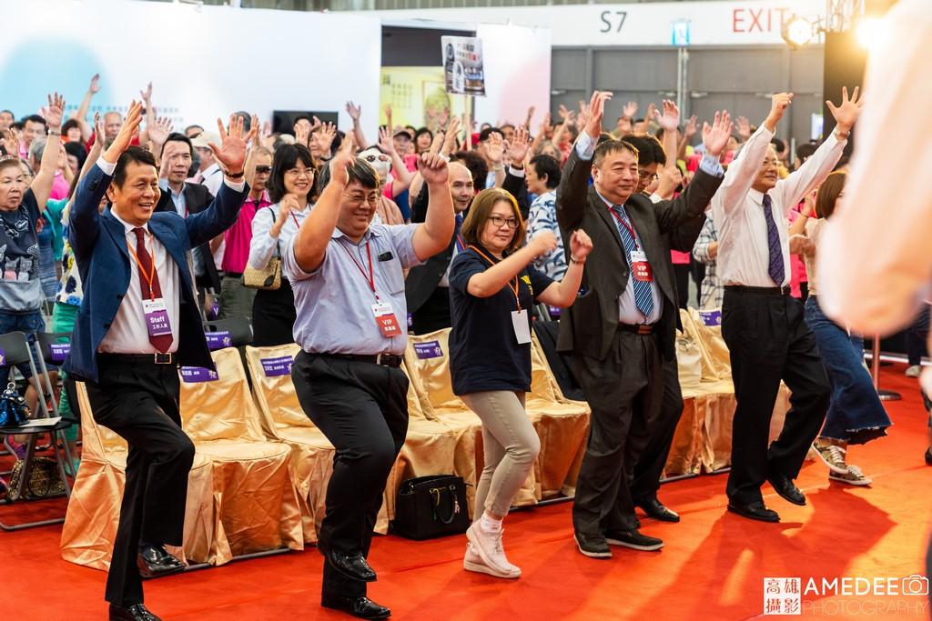 亞洲樂齡智慧生活展開幕典禮團體做健康操