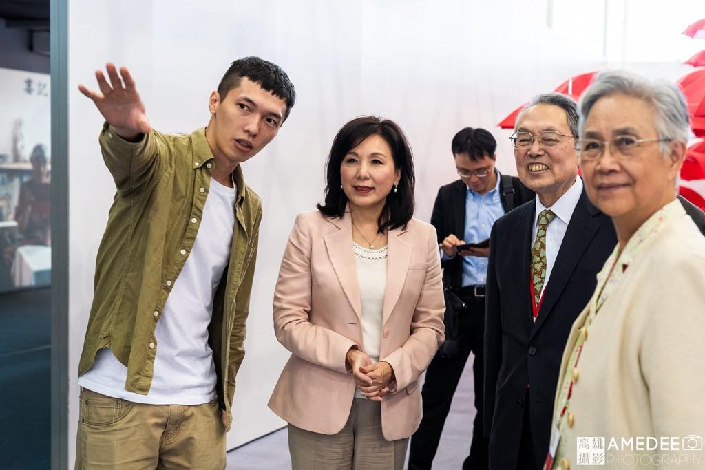 宏碁創辦人施振榮與夫人參觀無齡展區