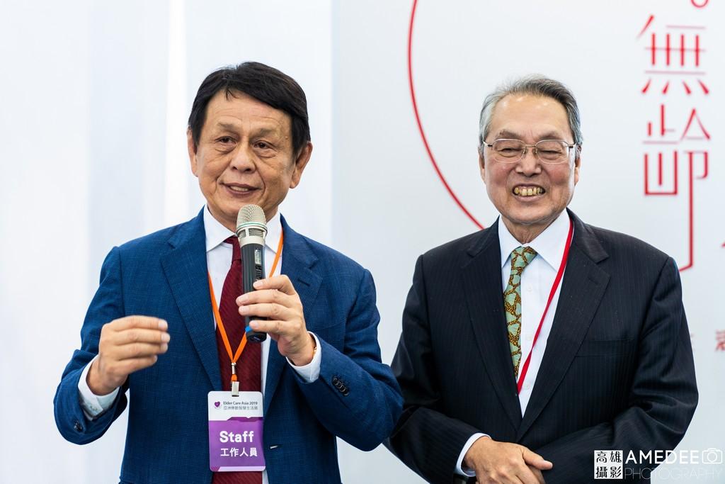 宏碁創辦人施振榮與高展館董事長涂建國參加無齡展區開幕致詞