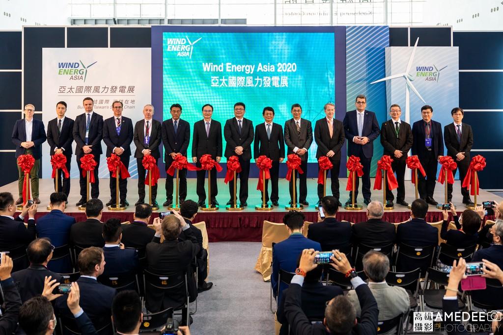 亞太國際風力發電展在高雄展覽館開幕儀式來賓合影