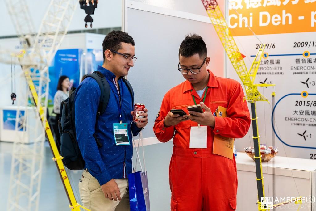 亞太國際風力發電展在高雄展覽館民眾互動
