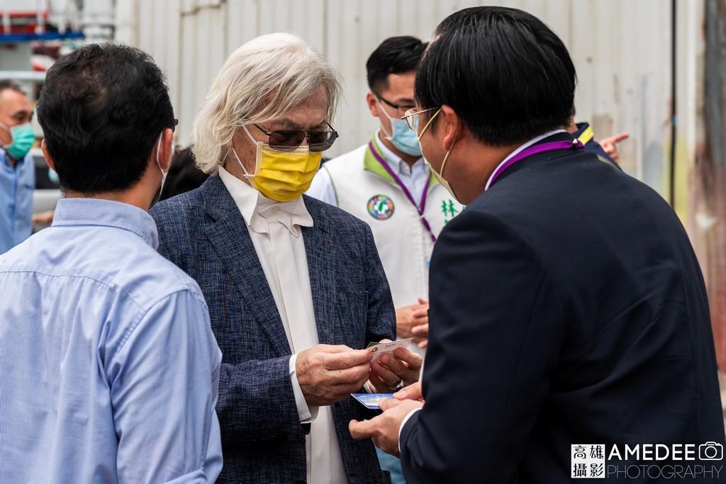 中信造船董事長交換名片