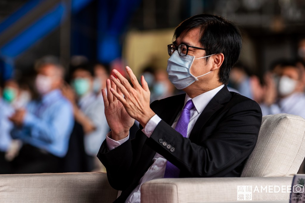 行政院副院長陳其邁在中信造船交船典禮鼓掌