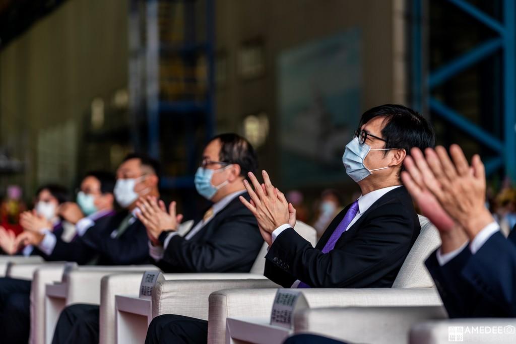 行政院副院長陳其邁在中信造船交船典禮觀看造船影片