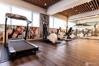 攝影師拍攝飯店健身房