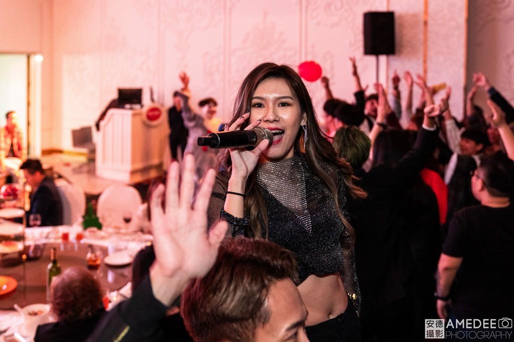主持人在尾牙春酒上唱跳活動紀錄