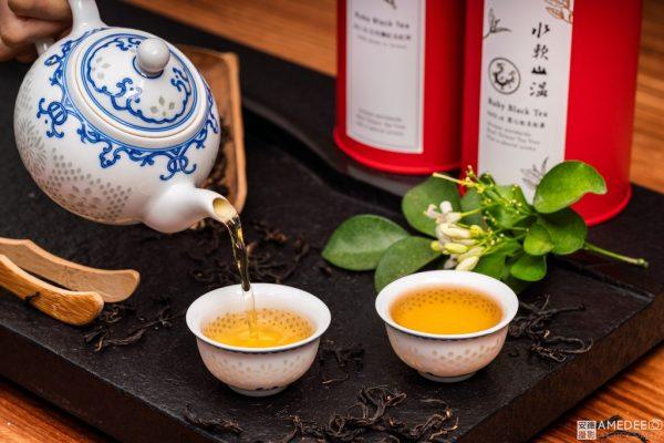 水軟山溫茶與茶壺情境照