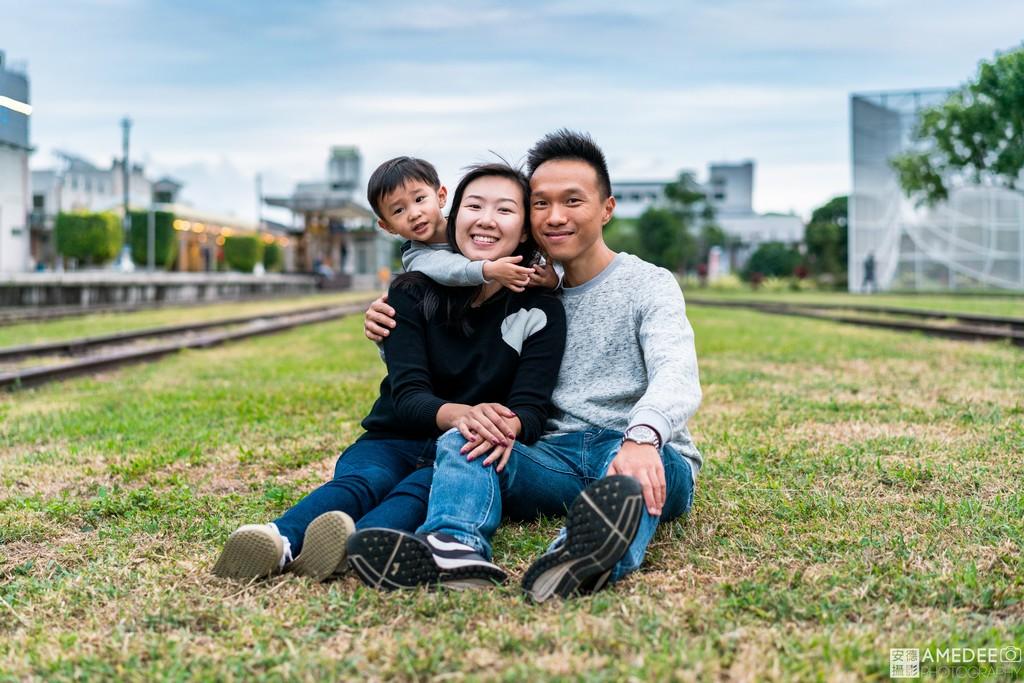 台東舊火車站拍攝全家福
