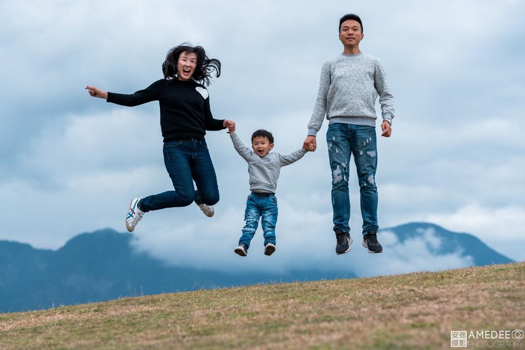 台東加路蘭風景區拍攝跳躍全家福
