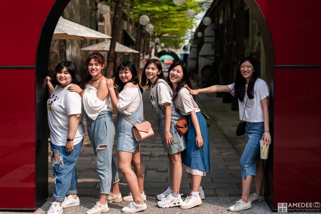 Jessie與閨蜜們在駁二旅遊跟拍照