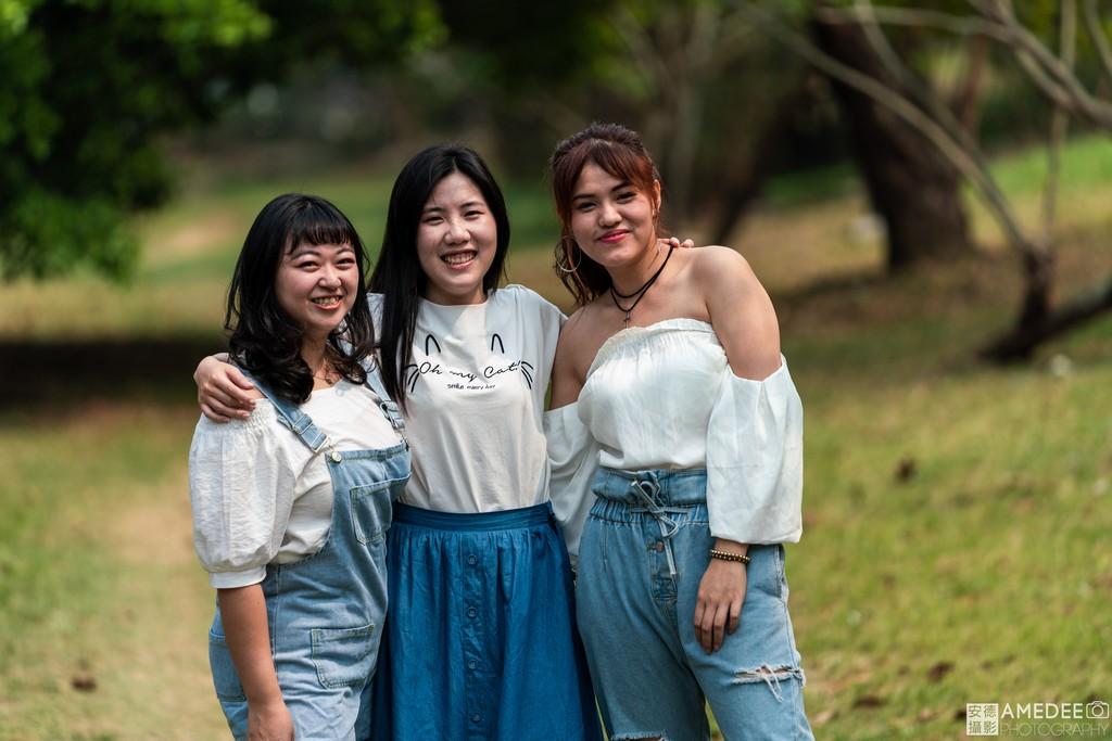 Jessie與閨蜜們在美術館擺拍照