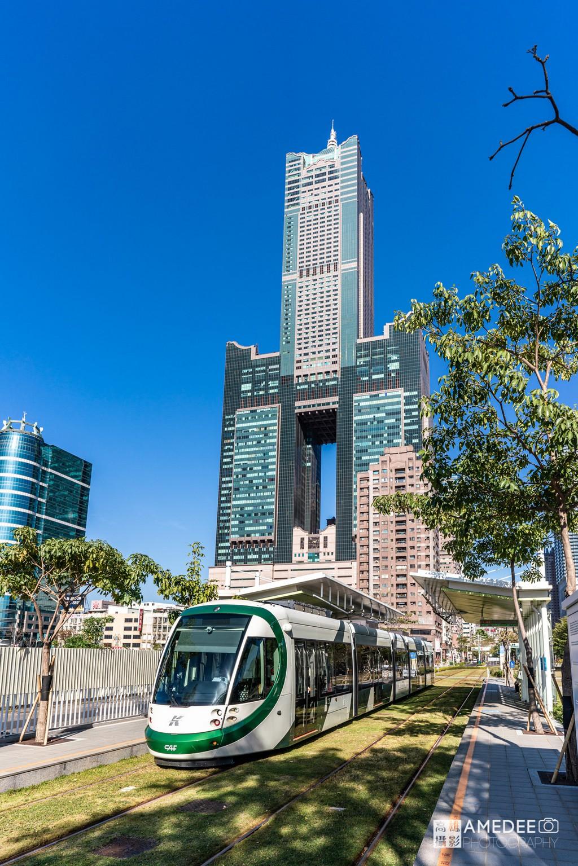 高雄八五大樓與高雄展覽館輕軌站環境照