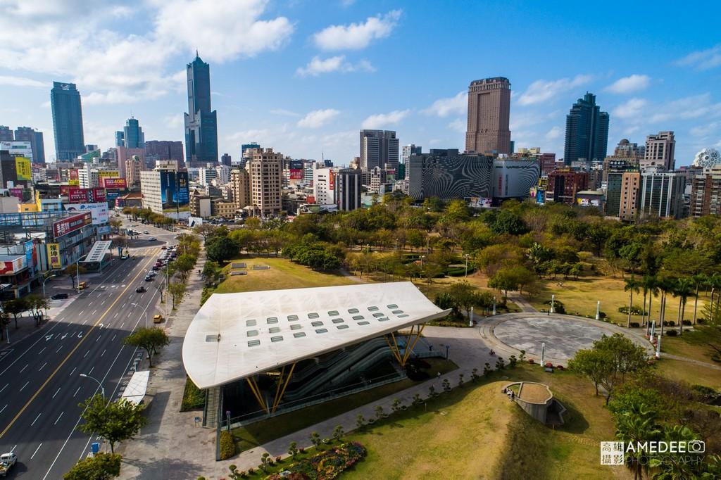 高雄中央公園捷運站與八五大樓環境空拍照