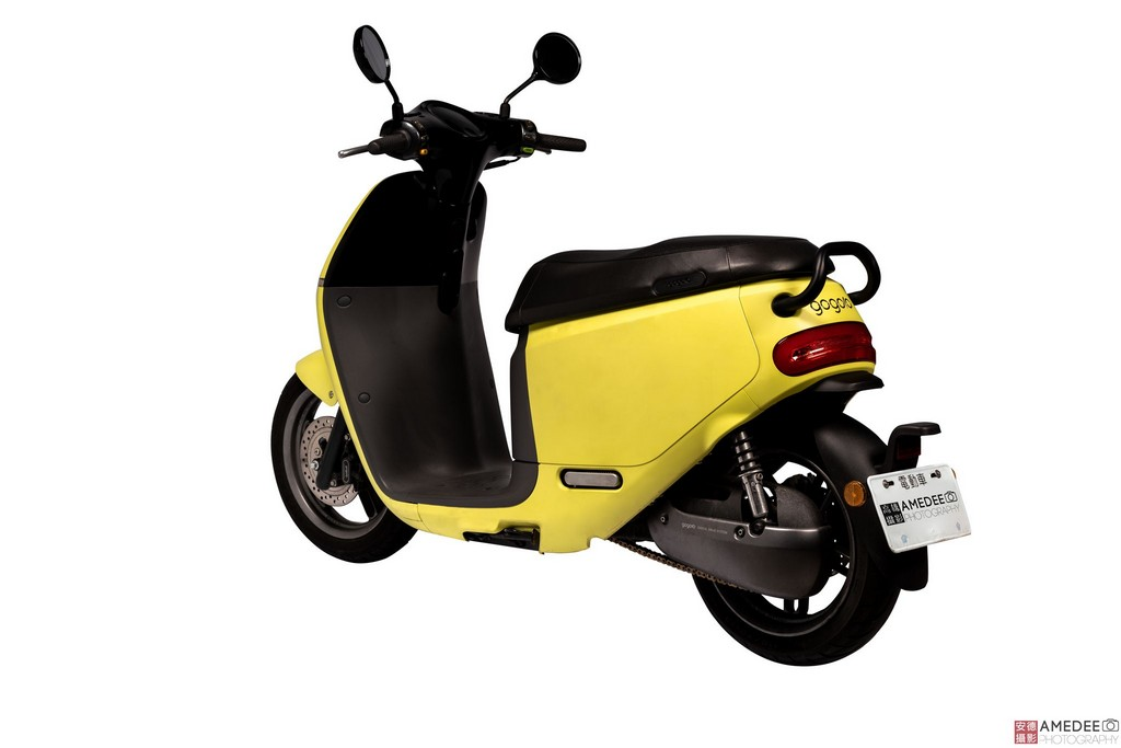黃色Gogoro電動車側面去背照