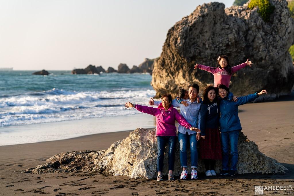 西子灣沙灘拍攝全家福