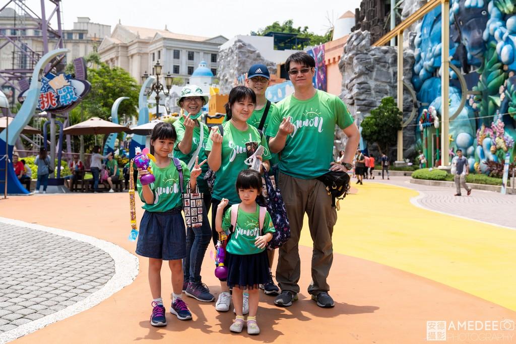 義大世界遊樂園員工和家屬合照