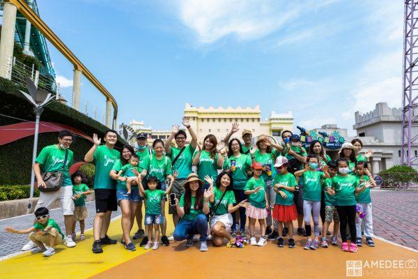 義大世界遊樂園員工團體照